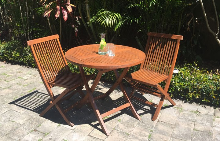 How to make old outdoor timber furniture look new again