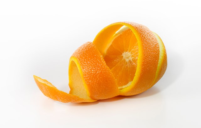 Genius way to peel an orange with no mess