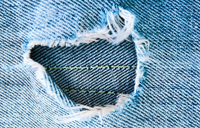 How to repair a hole in your jeans
