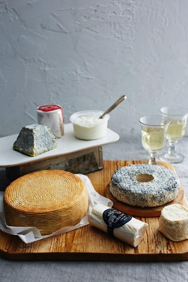 wine-cheese-basket
