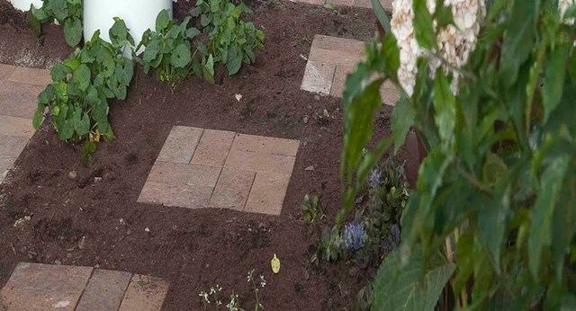How to make a stepping stone pathway