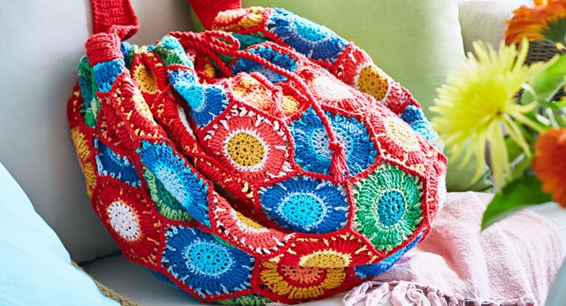 Craft yourself a summer knitted bag of style